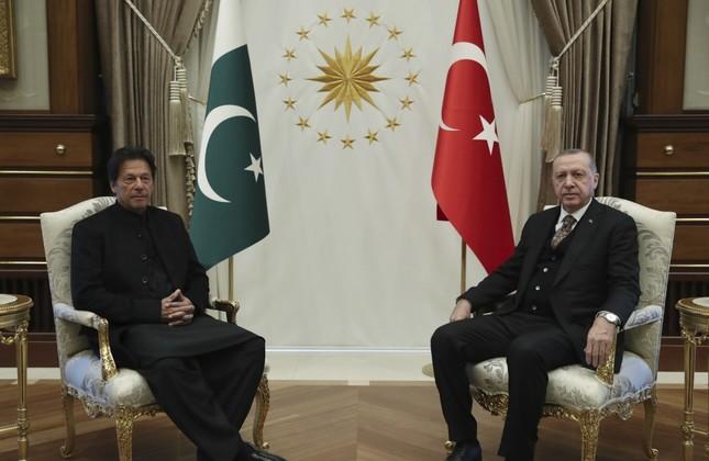 PM Imran Khan, Erdogan vow to strengthen bilateral ties