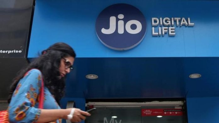 Finally, Reliance Jio Starts Charging Customers On Per Minute Basis, From Today!